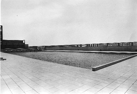 1976. La piscina terminada